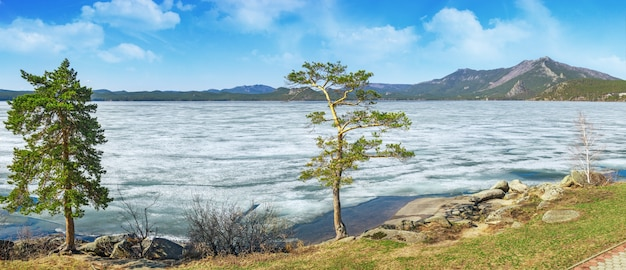 Paisagem pitoresca no parque natural nacional de burabay, cazaquistão.