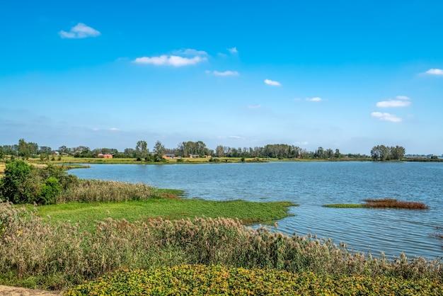 Paisagem rural de água rural ao ar livre