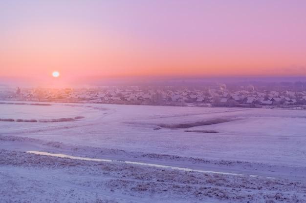 Paisagem rural de manhã ao nascer do sol