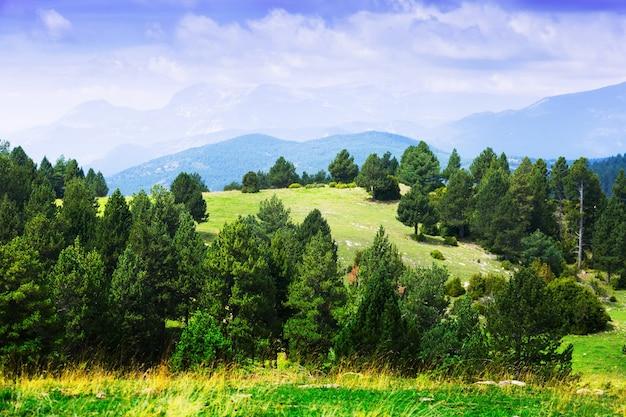 Paisagem típica das montanhas nos pirenéus
