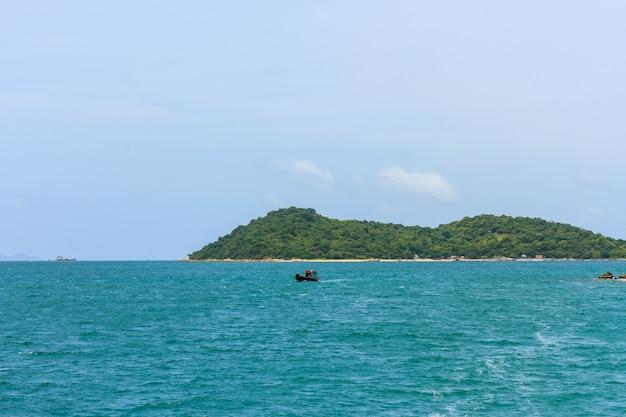 Paisagem tropical do mar e ilha