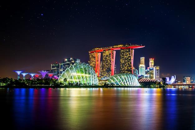 Paisagem urbana à noite em cingapura.