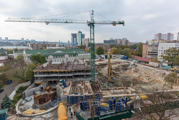 Paisagem urbana com construção. vista da paisagem urbana com as construções.