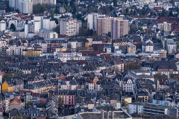 Paisagem urbana com muitos edifícios em frankfurt, alemanha