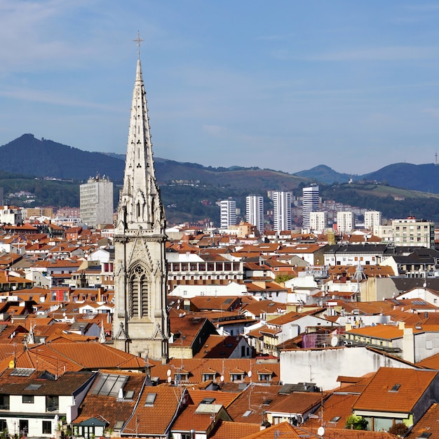 Paisagem urbana da cidade de bilbao, espanha, destino de viagem de bilbao Foto Premium