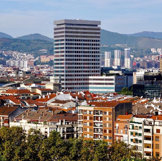 Paisagem urbana da cidade de bilbao, espanha, destino de viagem