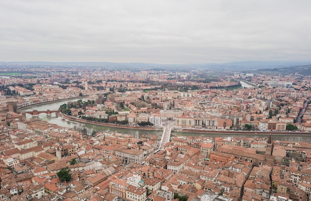 Paisagem urbana da cidade de verona, itália. vista aérea
