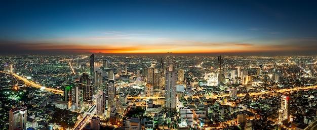 Paisagem urbana de cena noturna