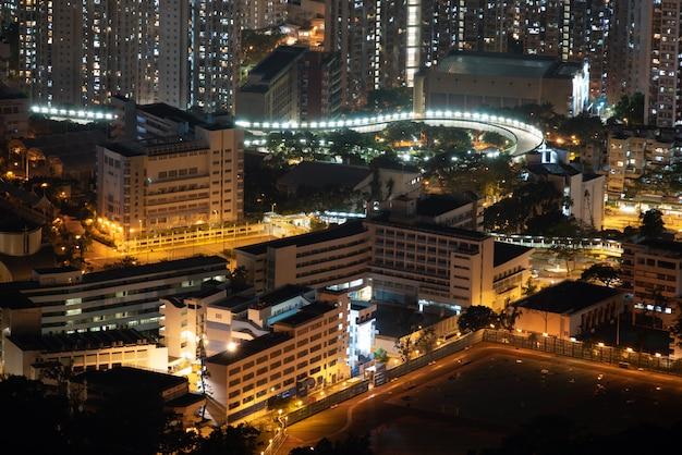 Paisagem urbana de hong kong à noite, edifício raspador de céu