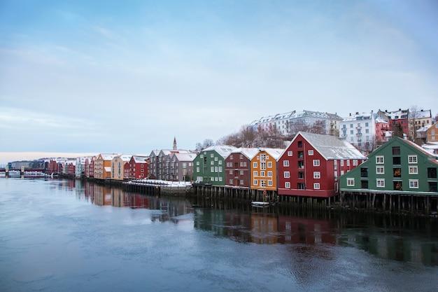 Paisagem urbana de inverno de trondheim na noruega