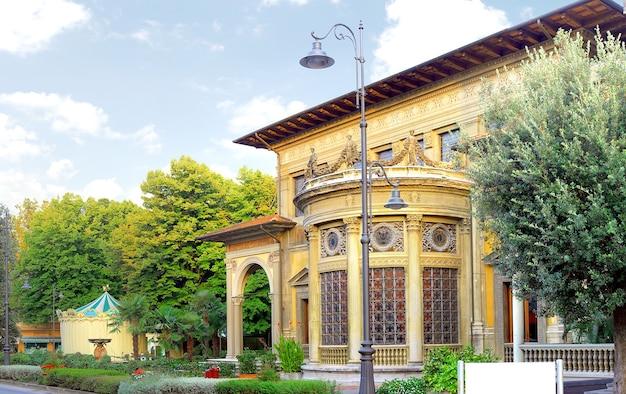 Paisagem urbana de montekattini, pequena estância balnear de água mineral. itália