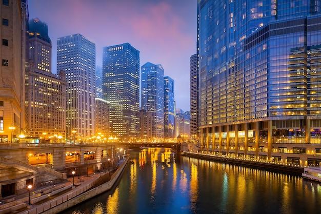 Paisagem urbana do horizonte da cidade de chicago nos estados unidos da américa ao pôr do sol