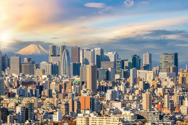Paisagem urbana do japão no centro de tóquio ao pôr do sol