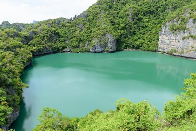 Paisagem vista aérea do parque marinho nacional de angthong, ko samui, tailândia