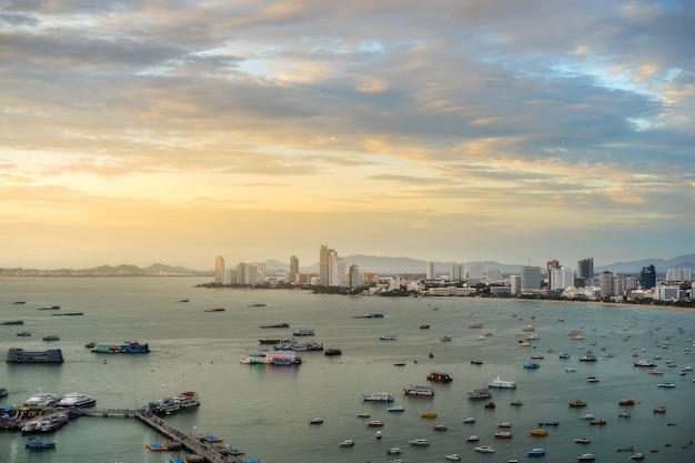 Paisagem vista da praia de pattaya, tailândia
