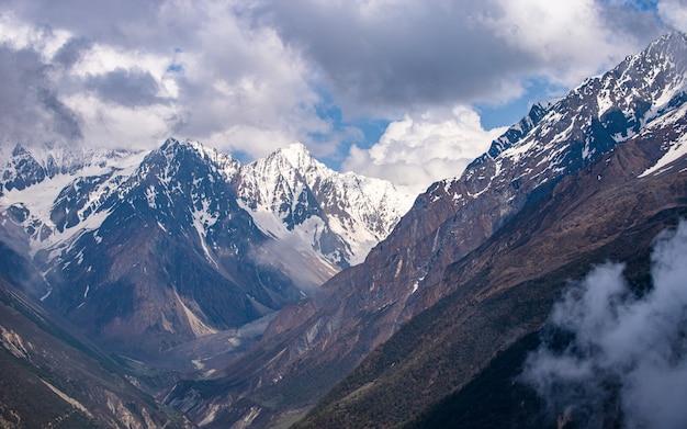 Paisagem vista do lago tsho rolpa, dolakha, nepal.