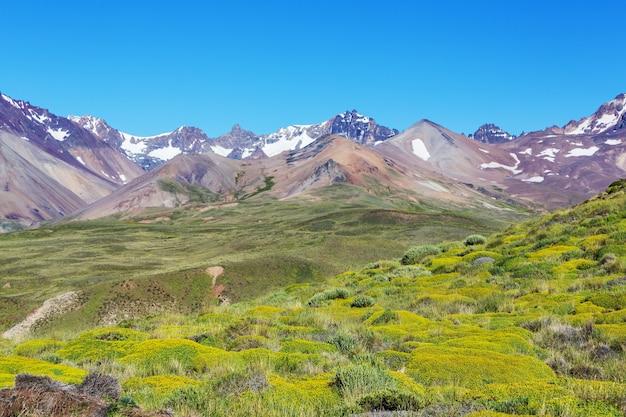Paisagens cênicas do norte da argentina. belas paisagens naturais inspiradoras.
