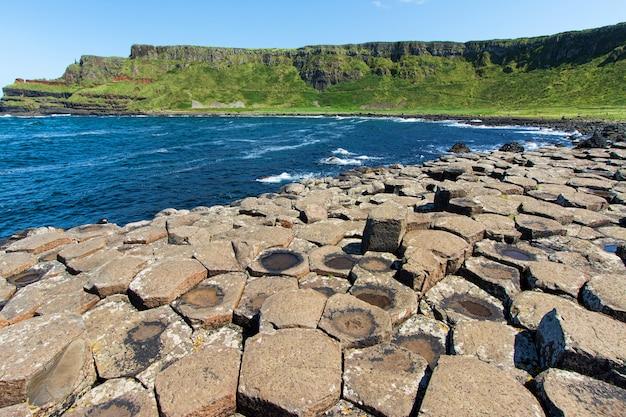 Paisagens da irlanda do norte. calçada dos gigantes
