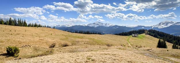 Paisagens de verão montanhas carpatian, amplo panorama