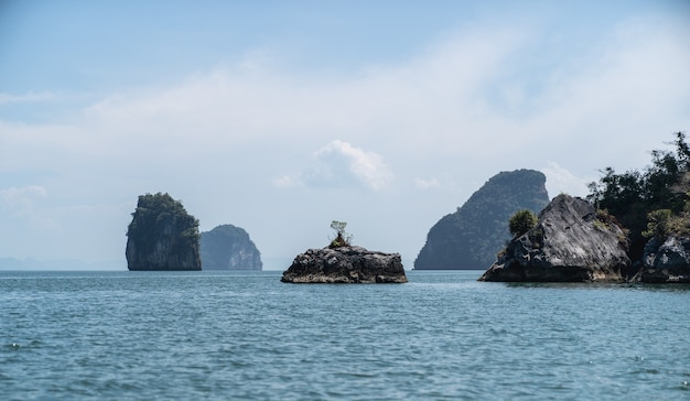 Paisagens do parque nacional de phang nga, ilha de rocha tailândia.