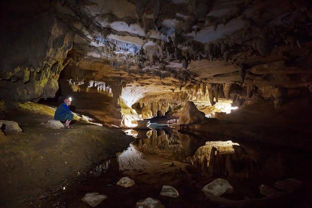 Paisagens incomuns em cavernas na nova zelândia