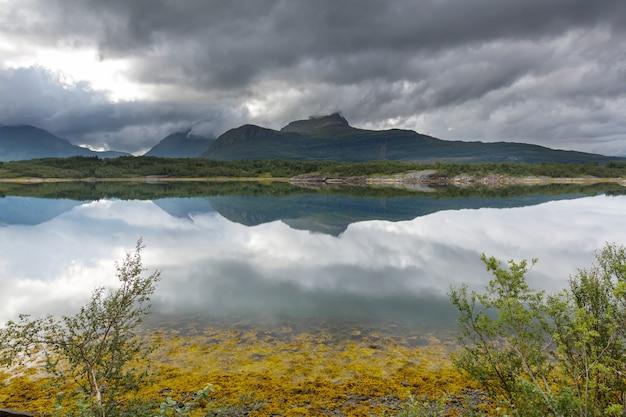 Paisagens pitorescas do norte da noruega