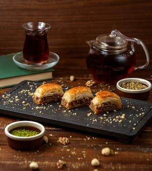 Pakhlava turco em cima da mesa