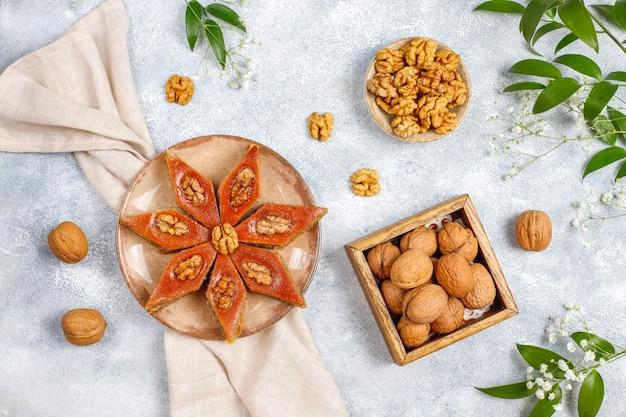Pakhlavas de doces de novruz de férias tradicionais do azerbaijão.