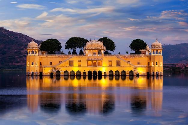 Palácio da água de jal mahal. jaipur, rajasthan, índia