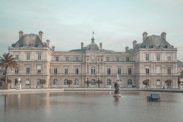 Palácio de luxemburgo em paris, frança