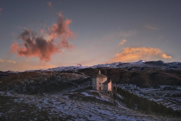Palácio de santa maria della pietà nas montanhas
