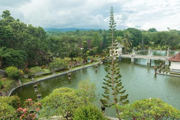 Palácio do templo da água de karangasem em bali