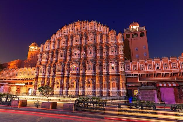 Palácio hawa mahal em jaipur, a famosa atração da índia.
