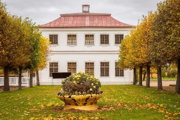 Palácio marley em peterhof, são petersburgo, rússia