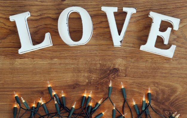 Palavra amor e luzes guirlanda