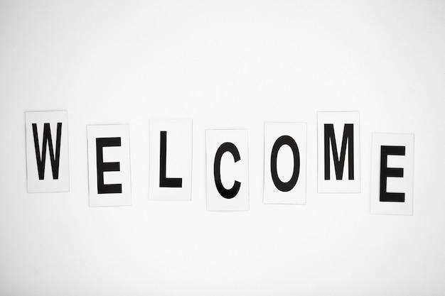 Palavra bem-vinda escrita na tabela branca.