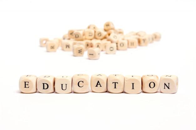 Palavra com dados na educação branca do fundo