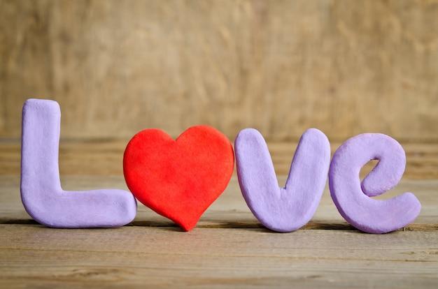 Palavra de amor com o coração em vez da letra