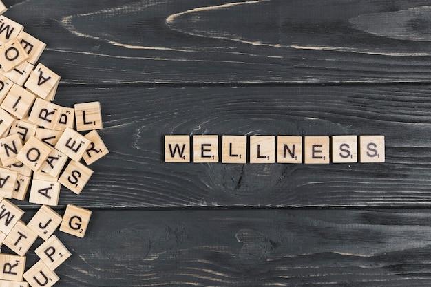 Palavra de bem-estar em fundo de madeira