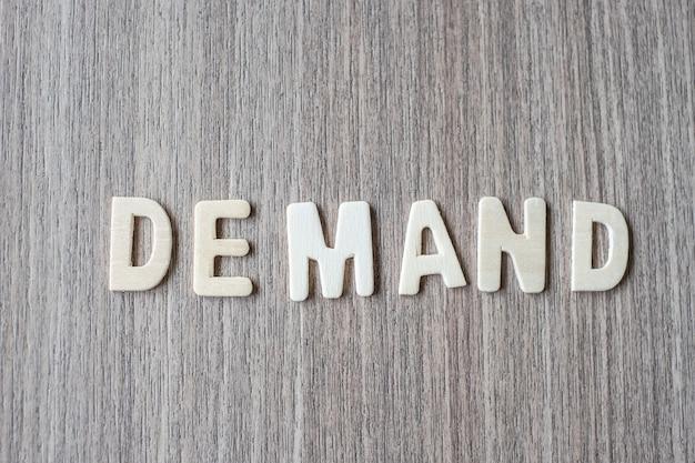 Palavra de demanda de letras do alfabeto de madeira. conceito de negócio e idéia