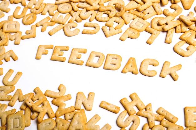 Palavra de feedback escrita com cookies