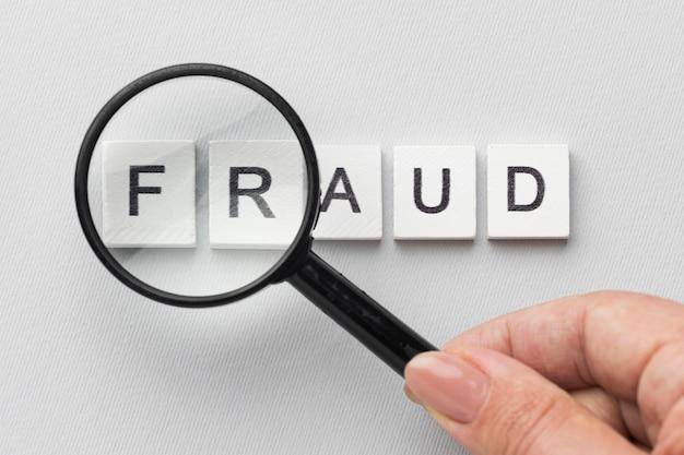 Palavra de fraude e lupa