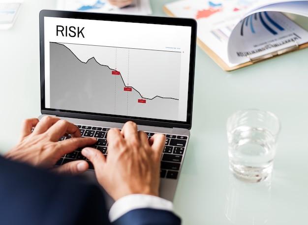 Palavra de risco de investimento financeiro de gráfico