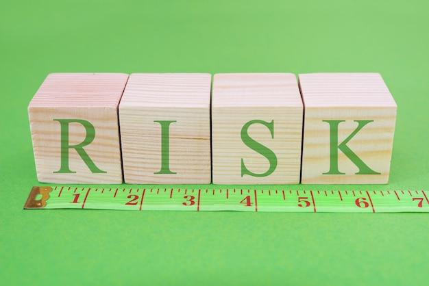 Palavra de risco em dados e régua conceito de medição de risco