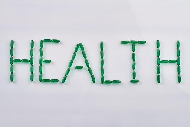 Palavra de saúde feita de cápsulas verdes.