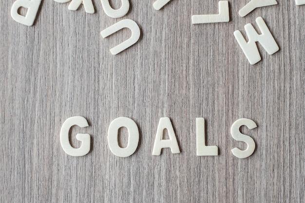 Palavra dos objetivos de letras do alfabeto de madeira. conceito de negócio e idéia