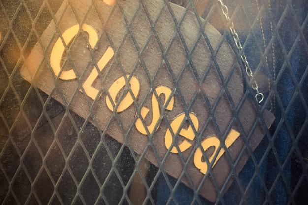 Palavra fechada, cadastre-se no quadro vintage da loja de jeans