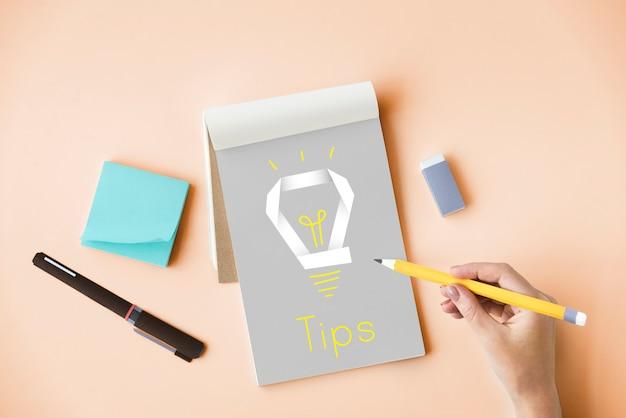 Palavra gráfica de lâmpada de inspiração de inovação criativa