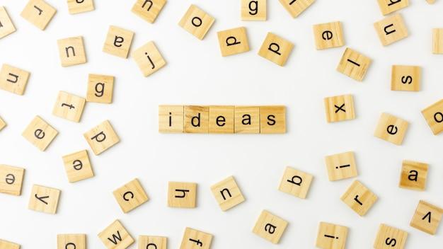 Palavra 'ideia' feita de letras de madeira. para fundo de inspiração