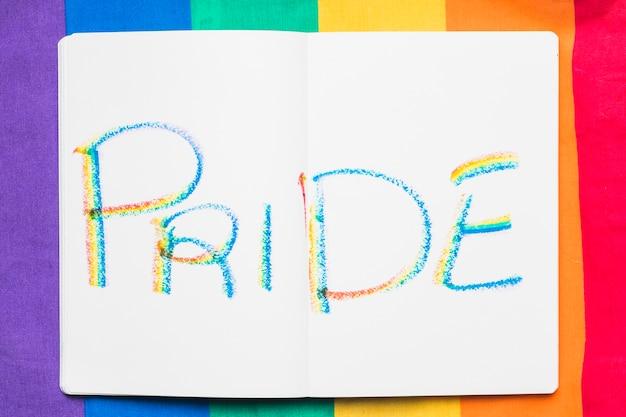 Palavra orgulho em letras coloridas